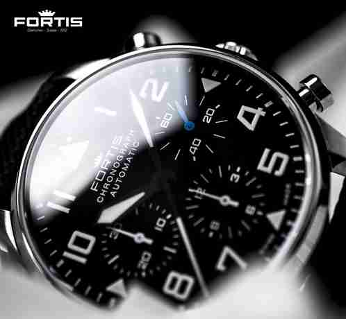 Fortis Pilot Classic Chronograph Face - fortis watch review