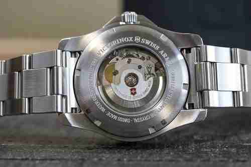 Victorinox Watches Review_Quartz Movement